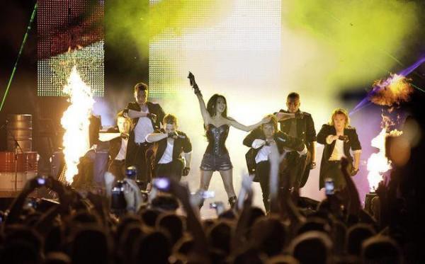 Inna live la Bucuresti 17 mai 2011