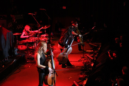 Apocalyptica la Fillmore Theater din San Francisco pe 5 dec 2011 (credit foto: blogs.sfweekly.com)