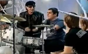 A cantat la tobe alaturi de Scorpions cu toate ca nu are maini (video)