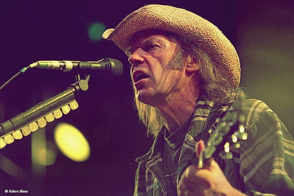 Neil Young (sursa foto clevelanddoesnotrockblog.blogspot.com)