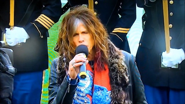 Steven Tyler canta imnul national