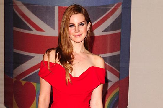 Lana Del Rey Brit Awards 2012 (sursa foto nme.com)