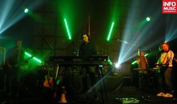 Oliver a lansat albumul EROS într-un concert în Wings Club