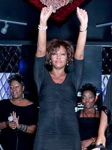 Ultima aparitie publica a lui Whitney Houston, in clubul Tru din Hollywood pe 9.02.2012 (Foto: Gabriel Olsen/FilmMagic)