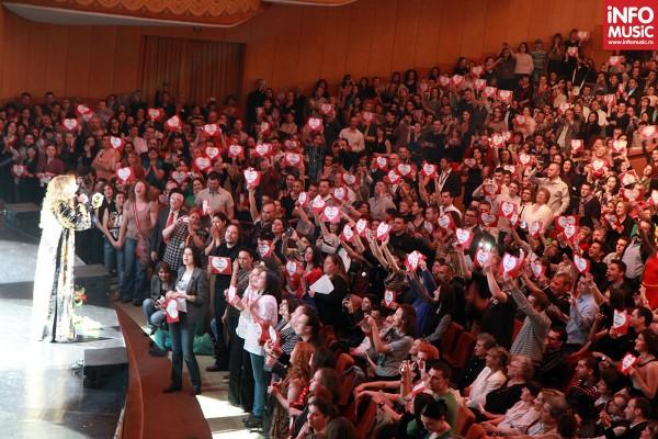 Mesajul fanilor din România pentru Lara Fabian