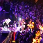 Lara Fabian a semnat un autograf la sfârșitul primului ei concert la București