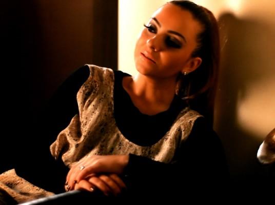 Giulia a lansat clipul piesei Vorbe Goale