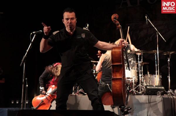 Paavo Lötjönen, membru co-fondator Apocalyptica, este profesor de violoncel