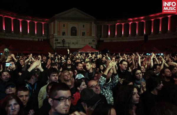 Publicul la concertul Apocalyptica de la Arenele Romane - 13 mai 2012