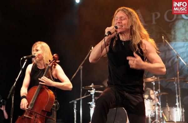 Solistul Tipe Johnson (ex–Leningrad Cowboys) însoțește Apocalyptica în turnee începând din 2009
