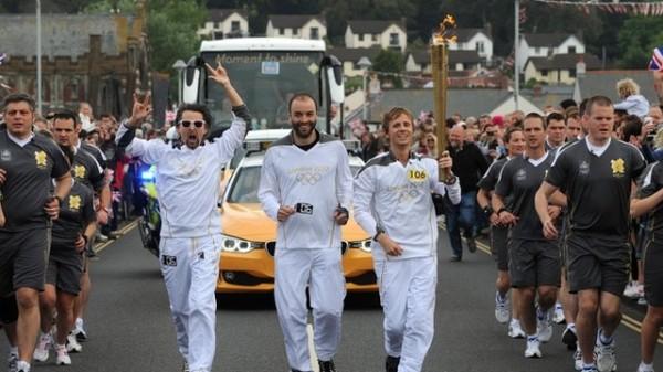 Muse poartă Torța Olimpică 2012