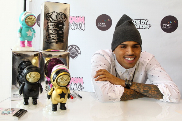 Chris Brown a lansat colecția de jucării Dum English