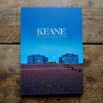 Pachetul cu carte și DVD al albumului Strangeland - KEANE