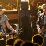 Johnny Depp și Black Keys - Live la MTV Movie Awards 2012