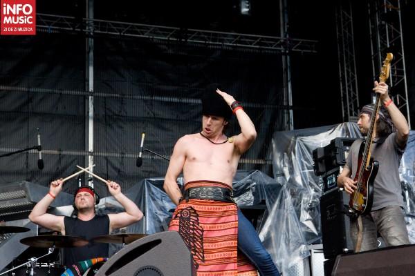 Zdob și Zdub a deschis concertul Linkin Park de la Bucuresti
