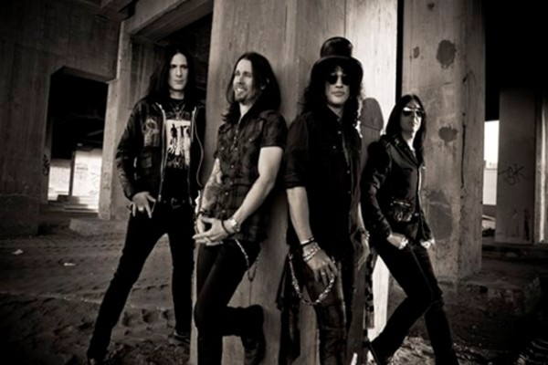 Slash cu Myles Kennedy and the Conspirators