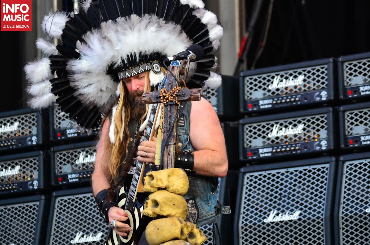 Zakk Wylde plin de pene pe scena Rock the City 2012 la concertul Black Label Society
