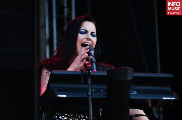Amy Lee la clape, Concert Evanescene in Bucuresti la Rock the City 2012