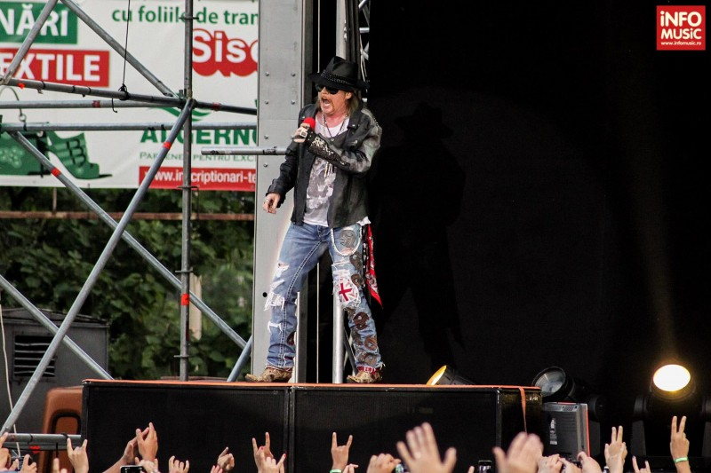 Axl în deschiderea concertului GN'R de la București, 1 iulie 2012