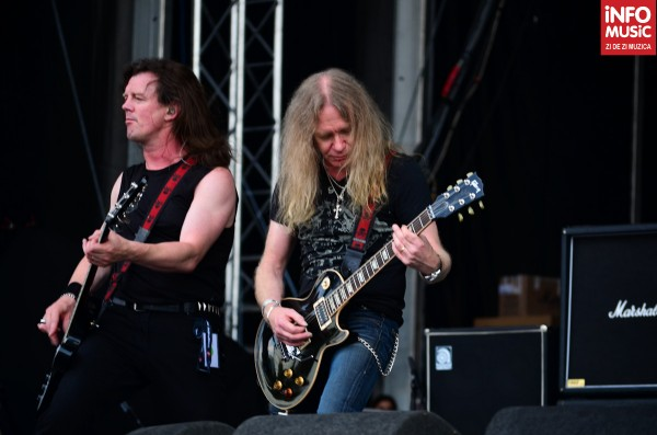 Nibbs Carter la bass & Biff Byford chitară - Saxon la Rock the City 2012