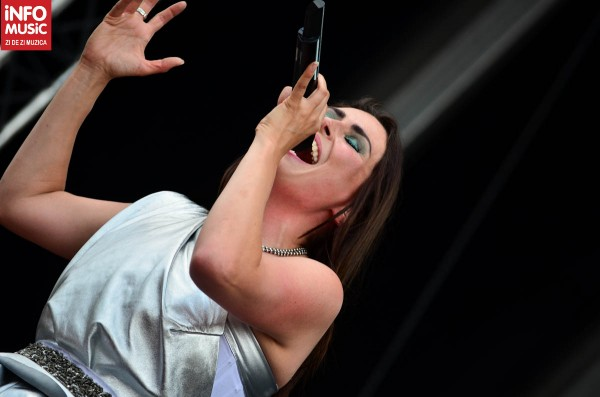 Sharon den Adel, eleganta pe scena Rock the City, Romexpo 2012
