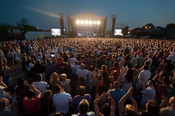 Publicul s-a bucurat de o ultimă seară latino la București cu Julio Iglesias