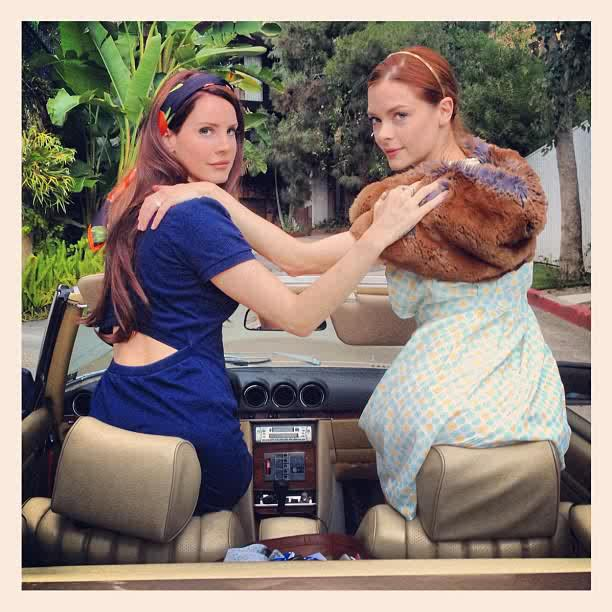 Lana Del Rey si Jaime King - Summertime Sadness Video