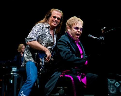 Elton John si Bob Birch in concert la Wells Fargo Center pe 25 martie 2011 in Philadelphia, Pennsylvania