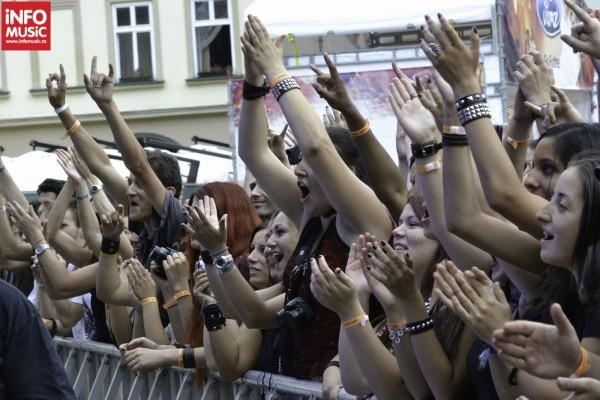 Publicul la concertul Alternosfera de la ARTmania Festival 2012