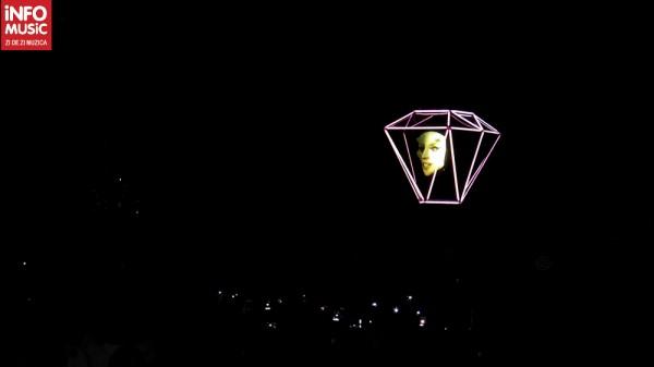 Holograma Lady Gaga în concertul de la București