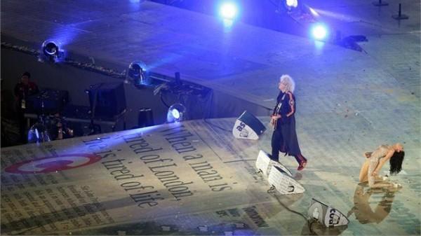 Jessie J alături de Brian May