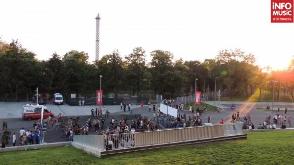 Spectatorii se indreapta spre Arena Nationala la concertul RHCP - putin inainte de Grimus