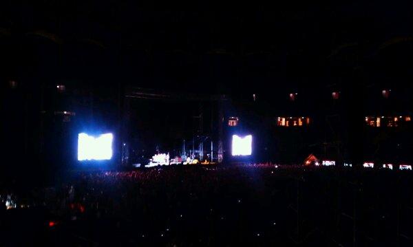 Moment din concertul RHCP - foto telefon
