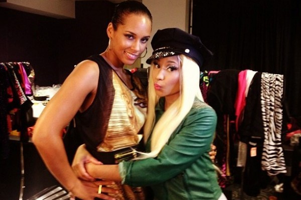 Alicia Keys și Nicki Minaj în backstage la VMA 2012