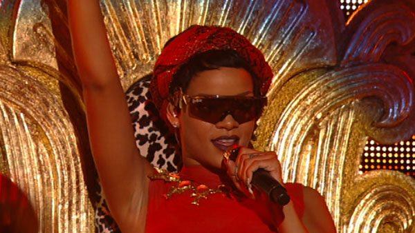 Rihanna pe scena VMA 2012