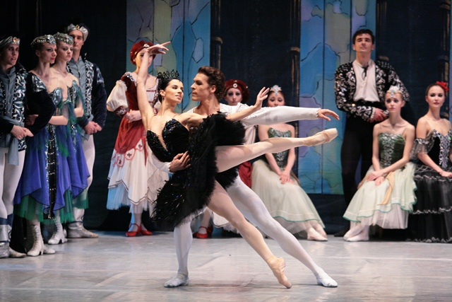 Lacul Lebedelor - Ansamblul de balet clasic al Teatrului Municipal de Opera şi Balet din Kiev