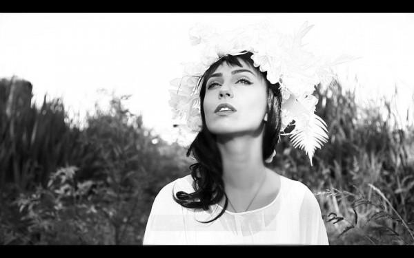 Alexandrina Hristov secventa din videoclipul Orasul Umbre
