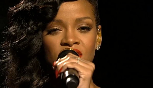 Rihanna live in cadrul emisiunii SNL
