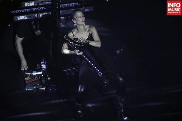 Deborah Henson-Conant  alaturi de Steve Vai in concert la Bucuresti 2012