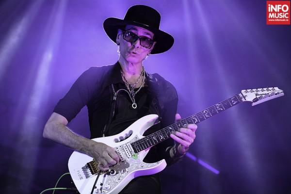 Steve Vai in concert la Sala Palatului din Bucuresti pe 1 noiembrie 2012