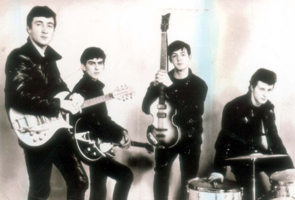 The Silver Beatles (John Lennon, George Harrison, Paul McCartney și Pete Best)