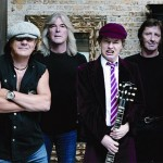 Trupa AC/DC (Brian Johnson, Malcom Young, Angus Young, Phil Rudd)