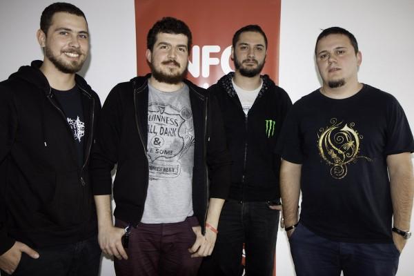 White Walls - Eduard Dascălu (chitară), Ionuț Georgescu (bass), Eugen Brudaru (voce) și Marian Mihăilă (tobe)