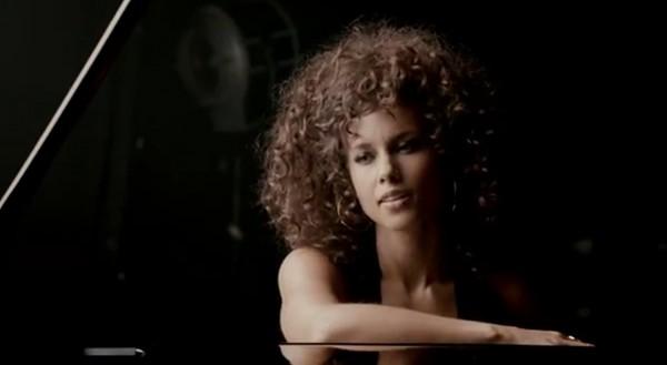 Secventa clip Brand New Me - Alicia Keys
