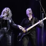 Bonnie Tyler alaturi de unul dintre cei 3 chitaristi care au insotit-o la Sala Palatului