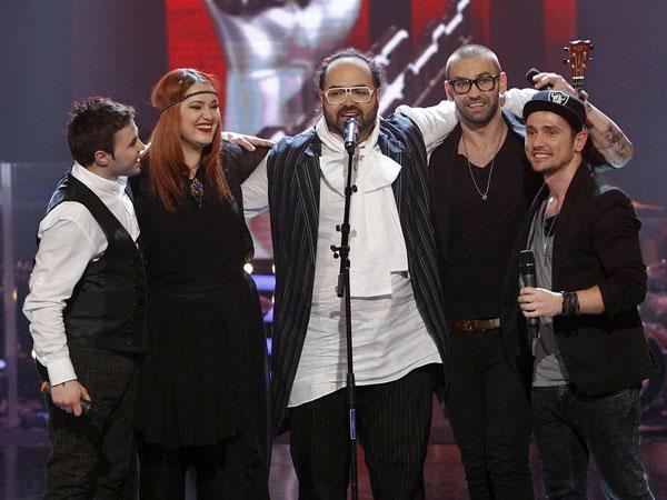 Vizi Imre și colegii săi de la vocea României cântând No Woman No Cry