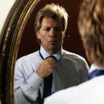 Job Bon Jovi in videoclipul Not Running Anymore