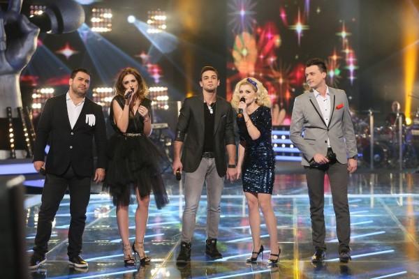 Loredana Groza cântând alături de foști concurenți The Voice