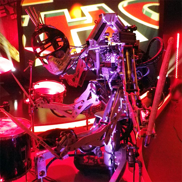 Stickboy, robotul toboșar din Compressorhead