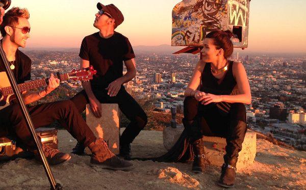 """Inna - """"More Than Friends"""" - În variantă acustică pe Canionul Runyon din Los Angeles"""